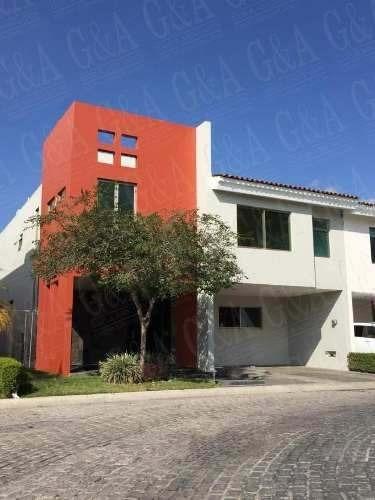 Preciosa Casa En Venta - Fraccionamiento Solares Residencial