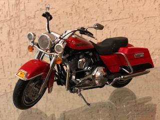 Harley Davidson 1/12 H-d Flhr Road King Scarletoficial 81116