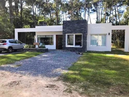 Moderna Casa De Tres Dormitorios En Solanas -ref:30067