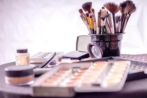 Imagem 1 de 2 de Aulas Auto Maquiagem Online