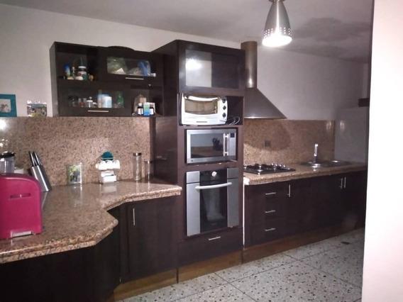 Apartamento En Venta En La Urbanizacion La Rosaleda