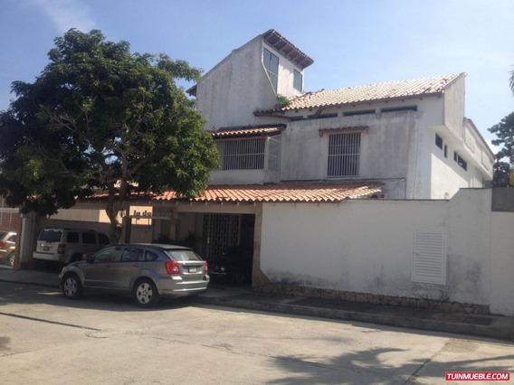 Casa En Venta Urb. Lomas De La Lagunita Cod. 19-12679