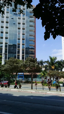 Sala Comercial Com Escritorio Montado C Divisao Em Vidros Bl
