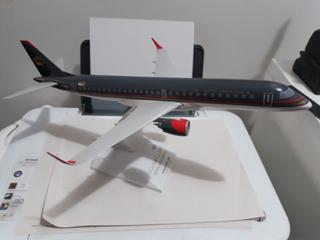 Maquete De Avião Embraer 190 Da Royal Jordanian
