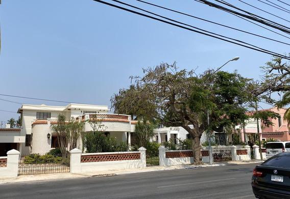 Venta Casa Sobre Avenida!!! Muy Cerca De Paseo De Montejo, Centro De Convenciones!!! Totalmente Restaurada