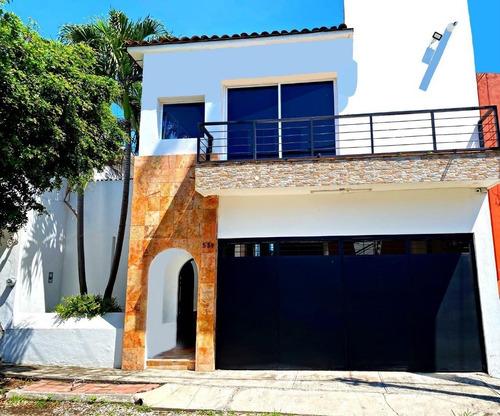 Imagen 1 de 6 de Casa Residencial Céntrica Con Alberca En Lomas Vista Hermosa
