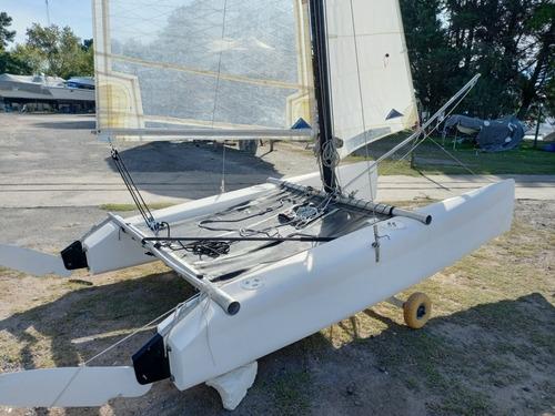 Catamarán Microcat 12