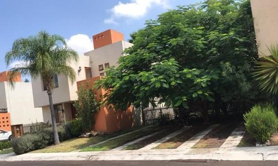 Casa En Renta En Fraccionamiento Puerta Real