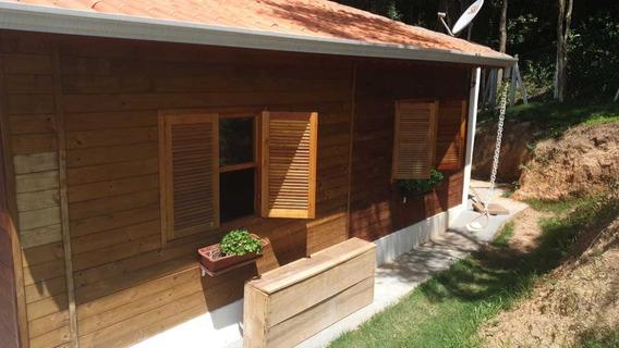 Chalé De Madeira Com 3 Dormitórios - Suíte E Banheiro Social