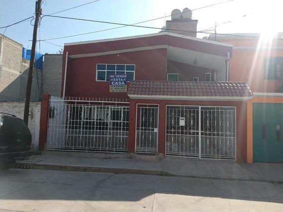 Casa Con 3 Recamaras, Balcón, Estacionamiento