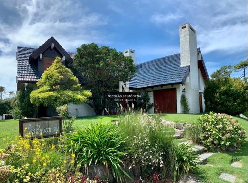Excepcional Casa A Dos Cuadras De La Brava!- Ref: 3889