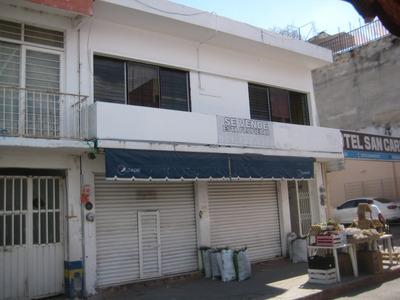 Casa Con Local Comercial Y Amplio Patio Trasero