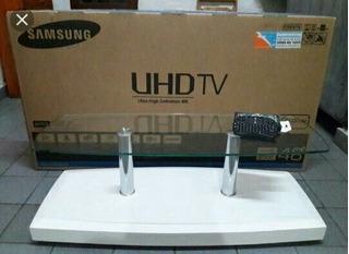 Samsung Uhd Tv 48 Pulgadas + Su Pisadera De Vidrio De Caja