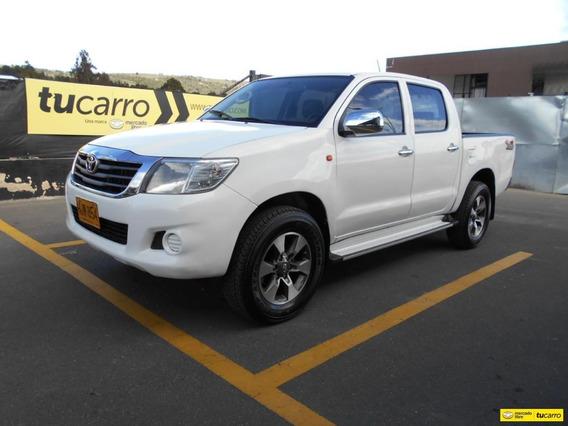 Toyota Hilux Camioneta 4x4 2014