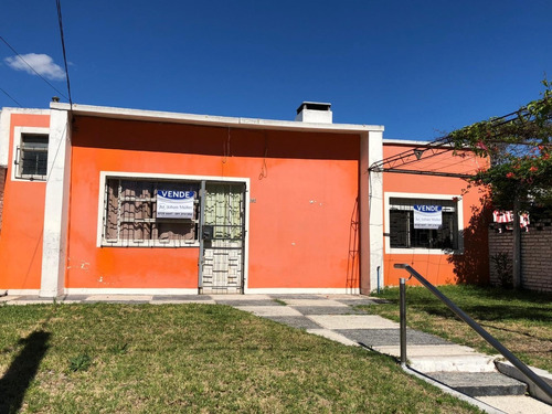 Casa En Exclusiva Dentro De Avenidas. U$s79.000 (id: 10171)