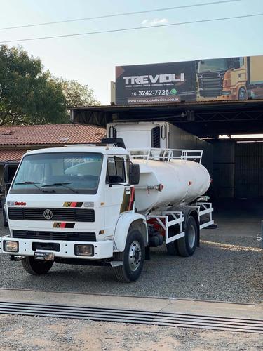 Imagem 1 de 10 de Locação Caminhão Pipa