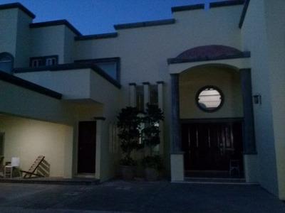 Venta De Casa Con Piscina En Montebello