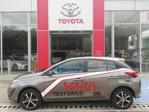 Toyota Yaris 1.5 Sport Hb At. Gris Arena. 2021