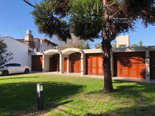 Imagen 1 de 19 de Alquiler Casa 4 Amb Con Parque Y Pileta, Ituzaingo Sur