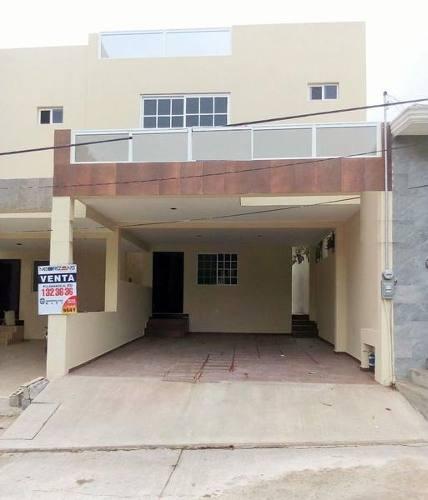 Casa En Venta renta En Col. Universidad Poniente, Tampico, Tam.