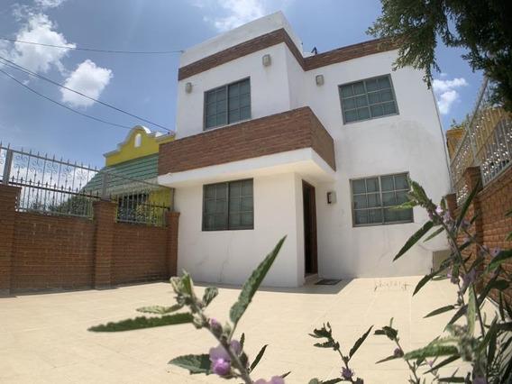 Casa Sola En Venta Col. Pitahayas. Moderna. Equipada. Recámara Y Baño En Primer Nivel.