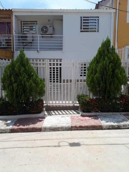 Casa De 2 Pisos, 4 Cuartos, 3 Baños, Terraza Y Patio