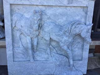 Figuras Esculpidas En Piedra