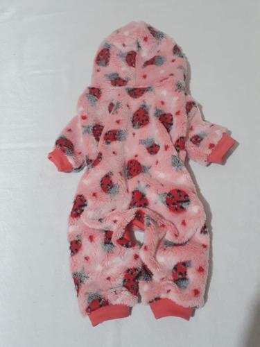 Imagem 1 de 9 de Macacão Roupa Soft Pijama Casaco Frio Cão Gato Pet Barato