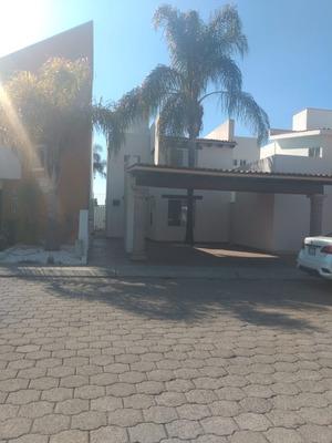 Rento Hermosa Casa Fracc. Exclusivo En El Pueblito Lm