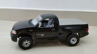 Ford F-150 Pickup Maisto 1/21 Modificada