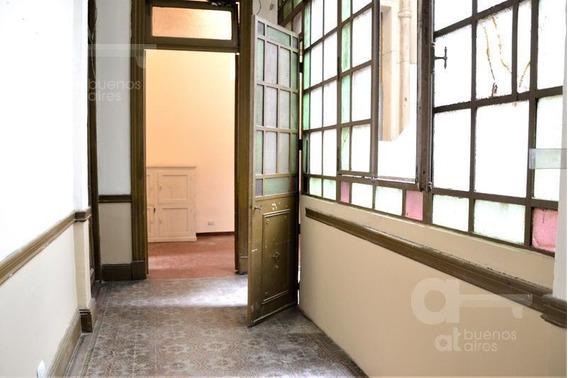 Constitución. Ph 3 Ambientes Con Balcones. Alquiler Temporario Sin Garantías.