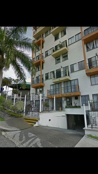 Apartamento De 101 Mt 2. Con Tres Habitaciones, Estudio.