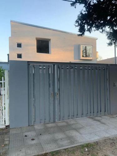 Imagen 1 de 30 de Casa Venta 2 Dormitorios 1 Baño 1 Cochera 108 Mts 2 Totales - La Plata