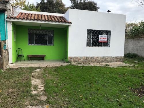 Imagen 1 de 9 de Casa Con Terreno Y Entrada Lateral