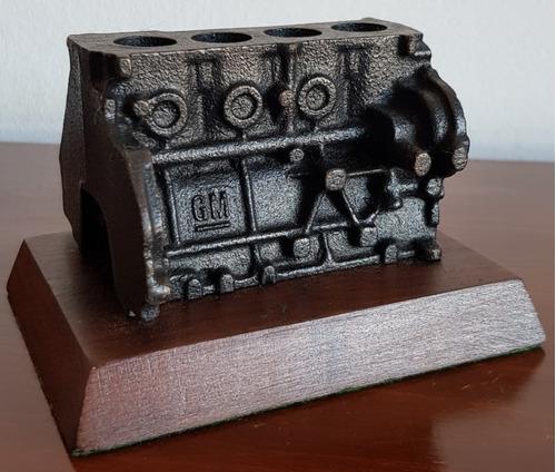 Imagen 1 de 8 de Oríginal Portalápices De Hierro Con Forma De Motor