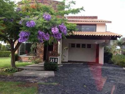 Casa 3 Recámaras + 1 En Planta Baja, Club De Golf El Cristo.