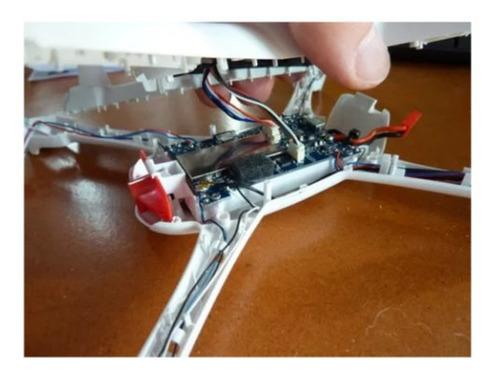 Manutenção Em Drones Chineses De Brinquedo E Profissionais