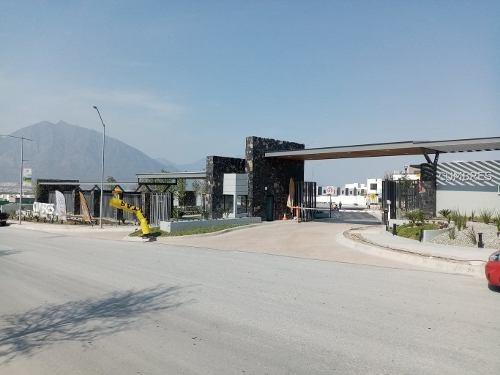Bonita Residencia En Fraccionamiento De Cumbres/garcía