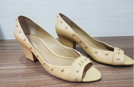 Sapato Caramelo Com Tachas - Dumond