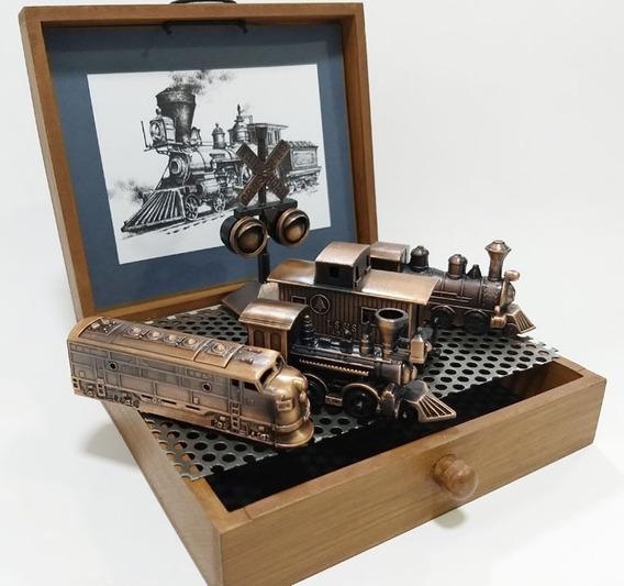 Miniaturas Decorativas De Locomotivas ,vagão E Sinaleiro