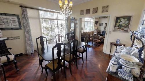 Montevideo Y Posadas - Excelente Piso De Categoría En Recoleta