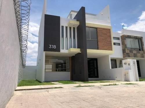 Casa De 144 M² De Terreno, Con Roof Garden, 3 Recamaras