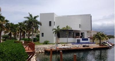 Residencia De Lujo En Venta En Puerto Cancún Con Muelle. 5 Recámaras Los Canales. Cancún