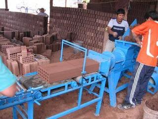 Maquina Extrusora Para Ladrillos Y Moldes Para Bloquetas