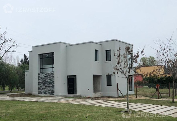 Espectacular Casa En Venta - Santa Catalina, Villanueva