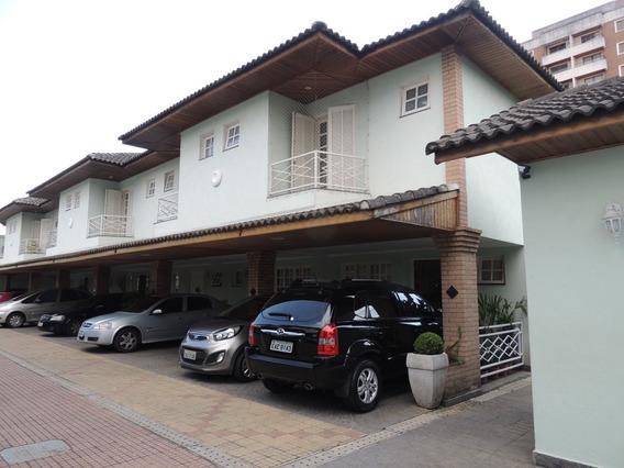 Casa Em Condomínio Fechado-3 Dorm-estilo Townhouse-villagio