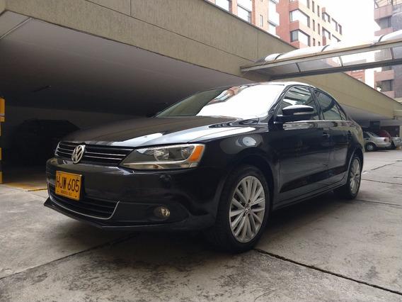 Volkswagen Nuevo Jetta Comfotline Motor 2.5 Negro 5 Puertas