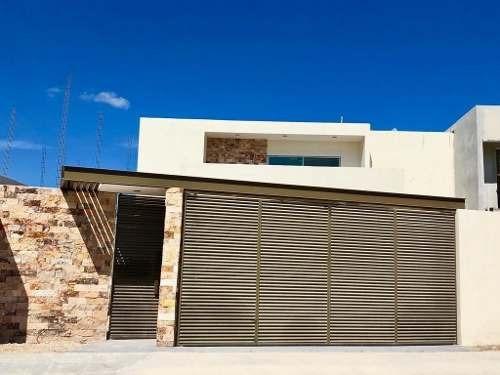 Moderna Y Espaciosa Residencia En Lomas De Dzityá Con 600m2 Y Gran Alberca