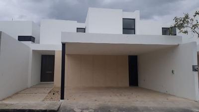 Estrene Casa De 3 Recámaras, Cuarto De Servicio Y Piscina En Cholul