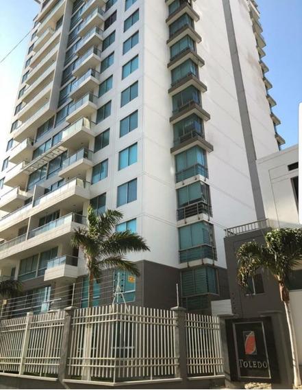 Apartamento Consta 3 Habitaciones, Amplio Y Cómodo.